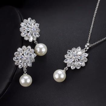 Комплект с перли и кристали от цирконий